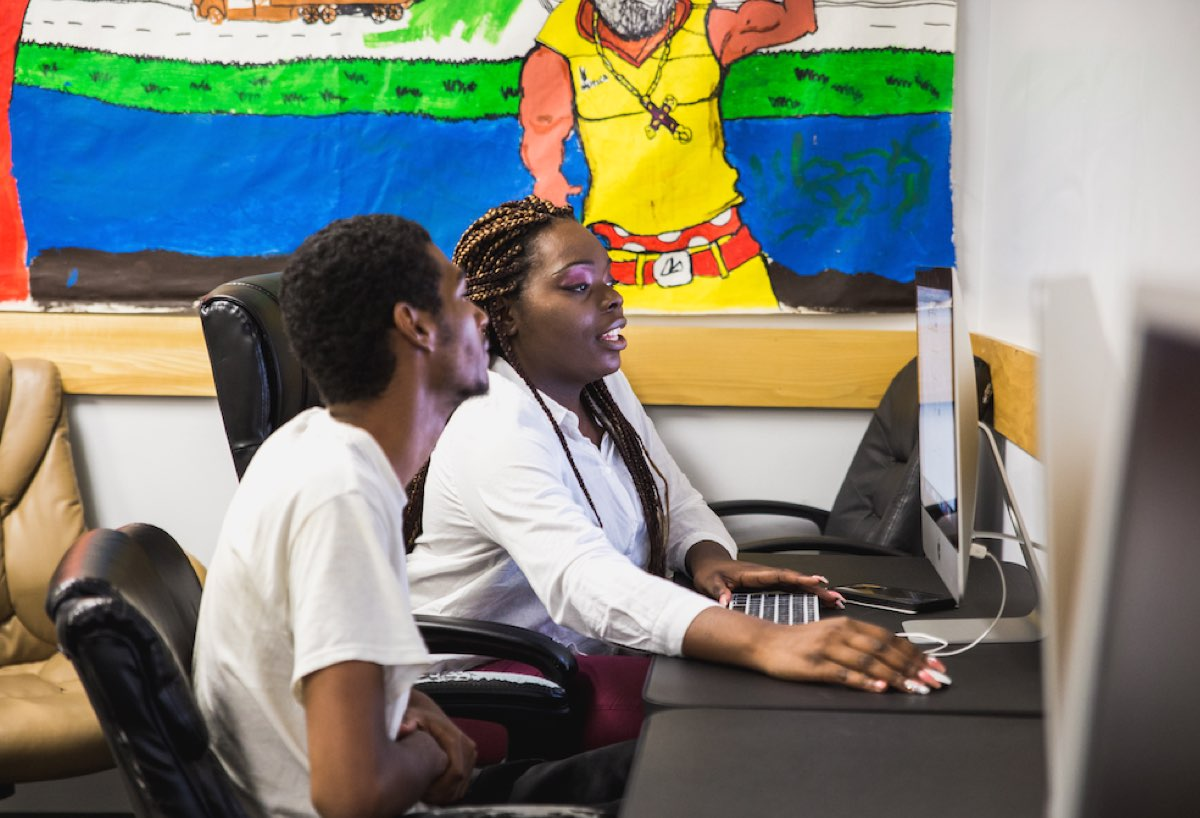 Tarage Baker, staff member at BronxConnect works with a student on his job applications. BronxConnect, a grantee of the Communities Thrive Challenge, runs alternative-to-incarceration, anti-gun violence, re-entry, and employment programs for young adults in the Bronx, New York.