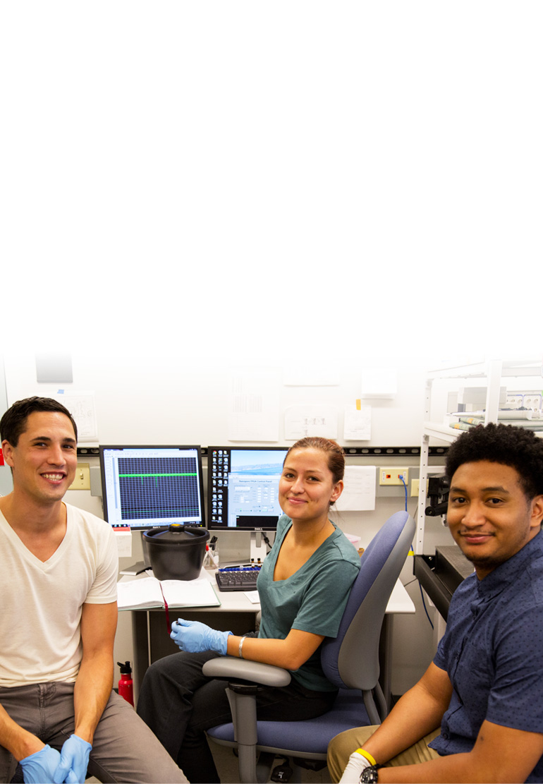 Photograph of a group of three students in the laboratory.